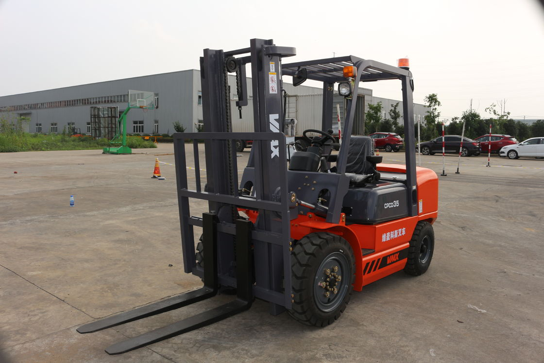 VMAX 3.5 Ton Mini Diesel Powered Forklift 125mm Fork Width Automatic Transmission